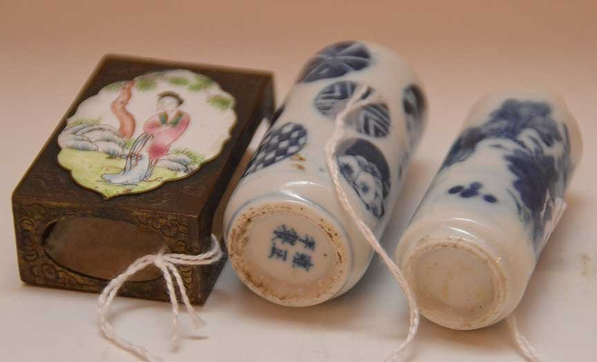 2 Chinese porcelain vases together with enamel match - 2