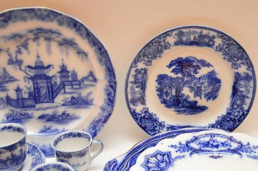 Flo Blue china and Historic transferware, 25 various - 3