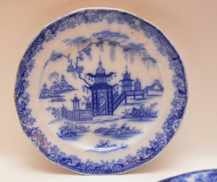 Flo Blue china and Historic transferware, 25 various - 4