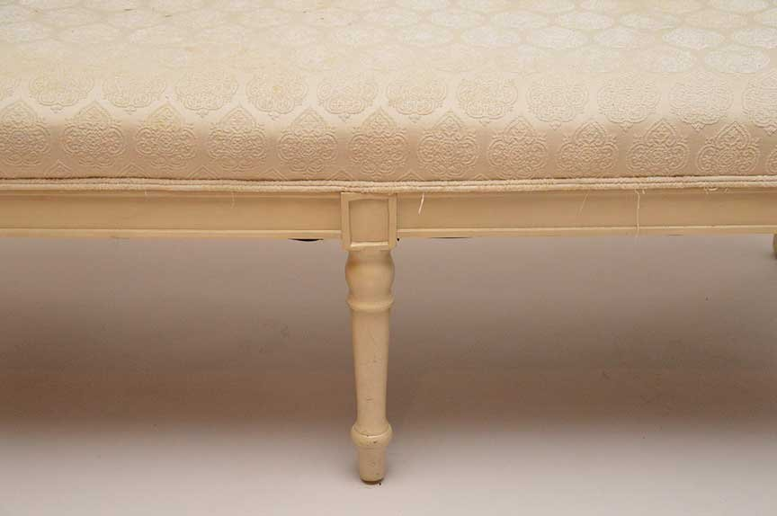 Painted carved wood settee with upholstered seat, 39 - 3