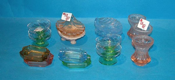 12: (15) pieces of glass, incl.: 4 scallop- shaped foot