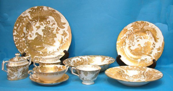 "1303: Royal Crown Derby dinner service ""Gold Aves"" 80 p"