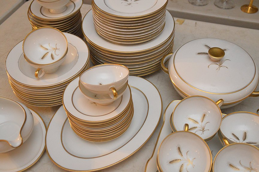 ___ pcs. Of Rosenthal china, incl; (gold wear to rims) - 2