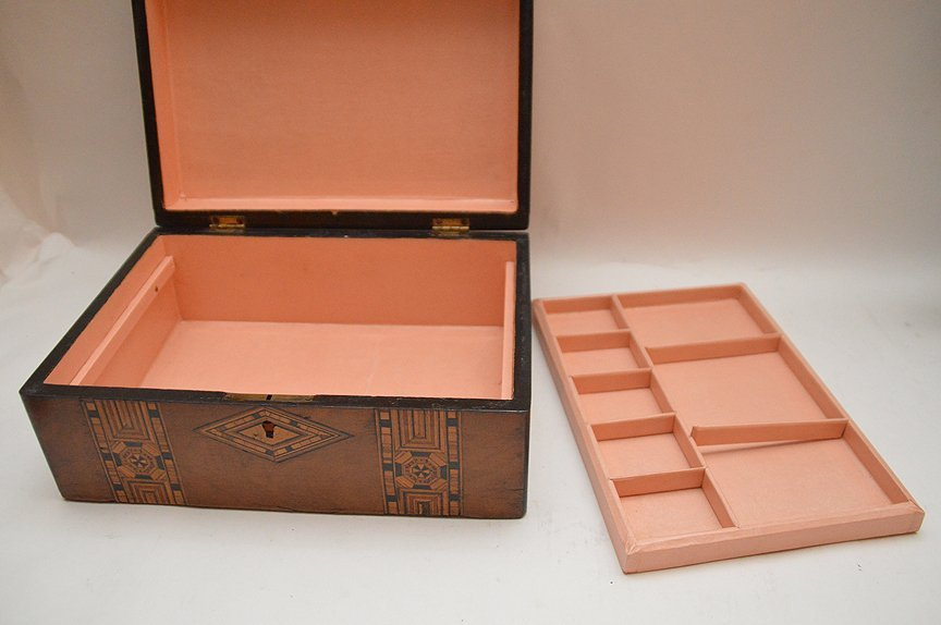 Antique English Rosewood box with fine marquetry design - 4