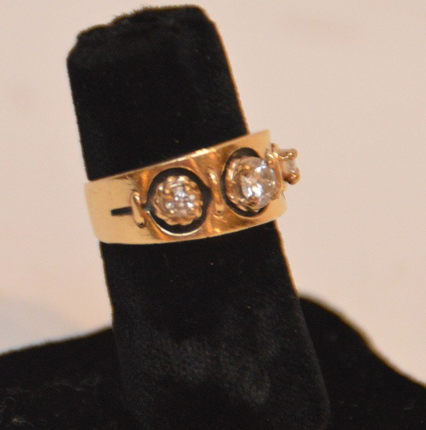 ladies 14kt yellow gold ring with 3 diamonds. Center