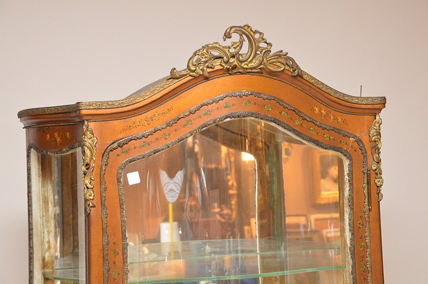 French painted curio cabinet, mirrored back, 3 bowed - 3