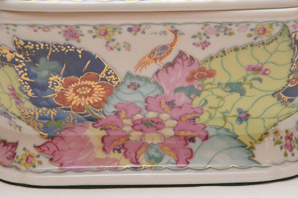 """Mottahedeh porcelain """"Tobbaco Leaf"""" large tureen, 9""""h x - 2"""