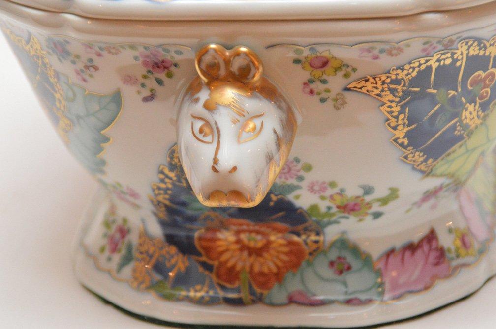 """Mottahedeh porcelain """"Tobbaco Leaf"""" large tureen, 9""""h x - 6"""