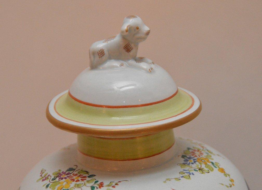 """Pair Mottahedeh porcelain """"Tobacco Leaf"""" urns, 11 1/2""""h - 3"""