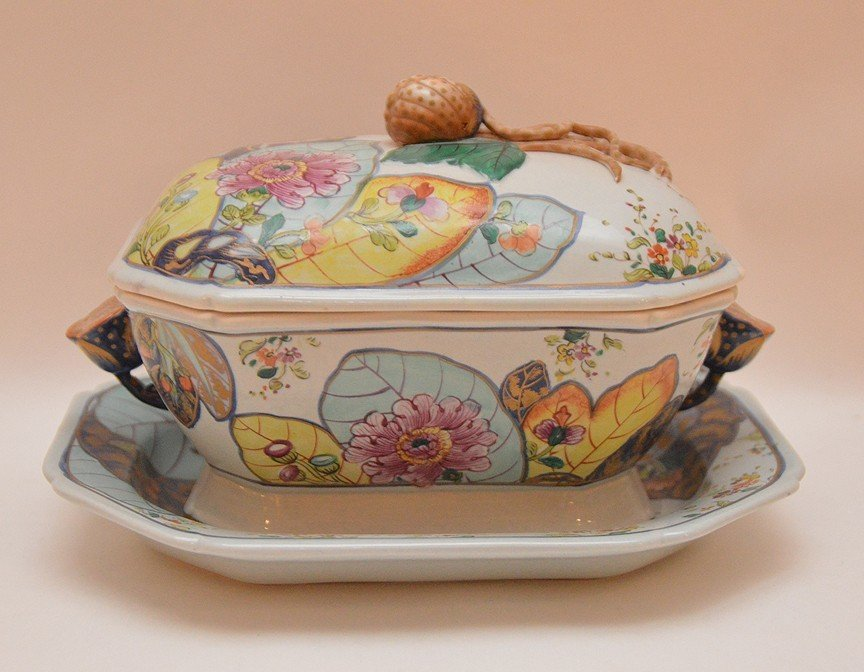 "Mottahedeh porcelain ""Tobacco Leaf"" small tureen with"