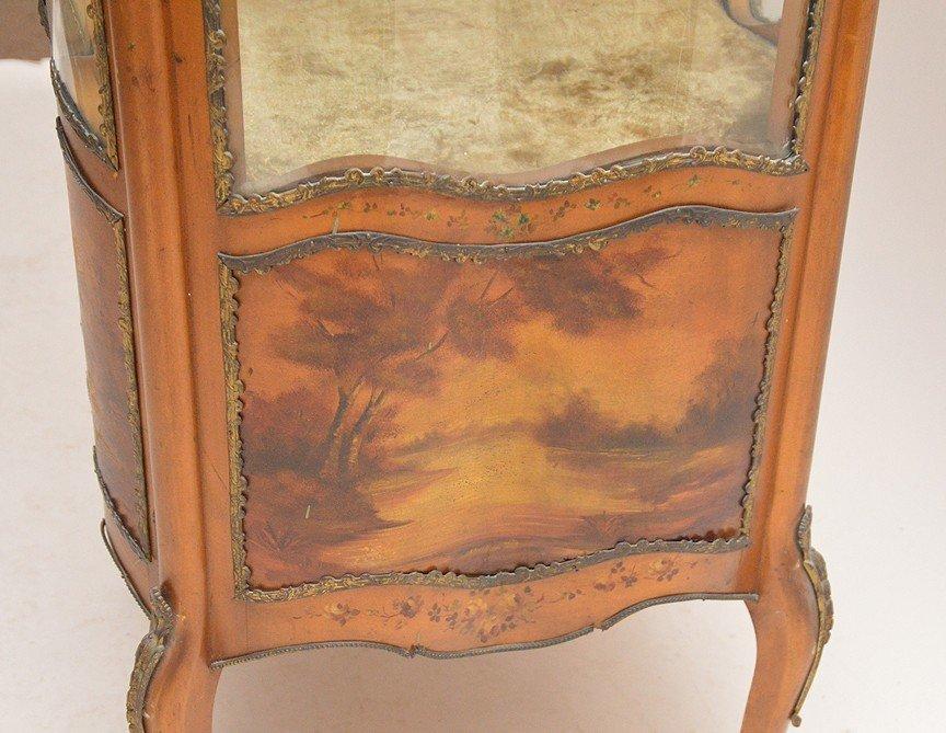 Verni Martin French vitrine with serpentine glass on 4 - 6