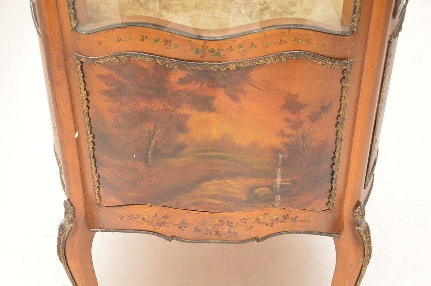 Verni Martin French vitrine with serpentine glass on 4 - 7