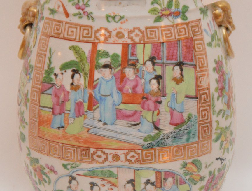 Chinese Rose Mandarin Porcelain Vase centered by an - 2