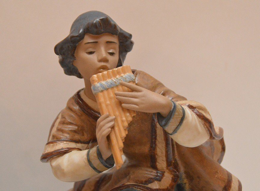 2 Lladro female figures, one playing instrument (11 - 2
