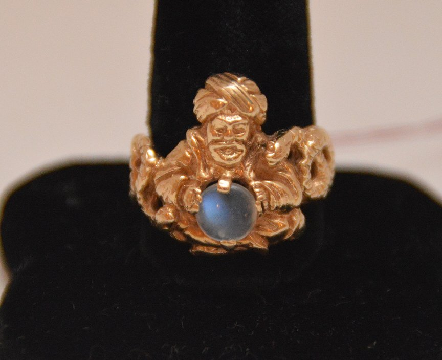Gold ring with magician and moonstone, 14kt (magic