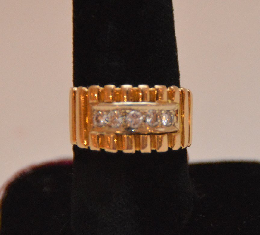 Ladies ring, 14kt gold, channel motif with 5 diamonds