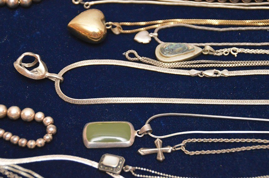 26 assorted silver necklaces - 5