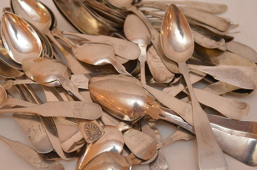 Lot 60 Coin Silver Spoons of various sizes and makers. - 2