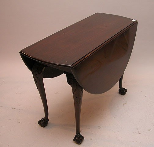 1079E: Mahogany oval Chippendale style drop leaf table