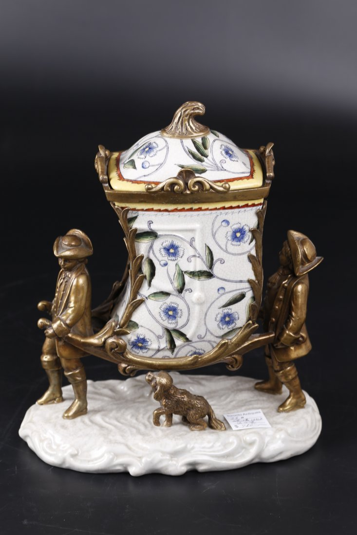 An Exported Western Styled Porcelain Cookie Jar