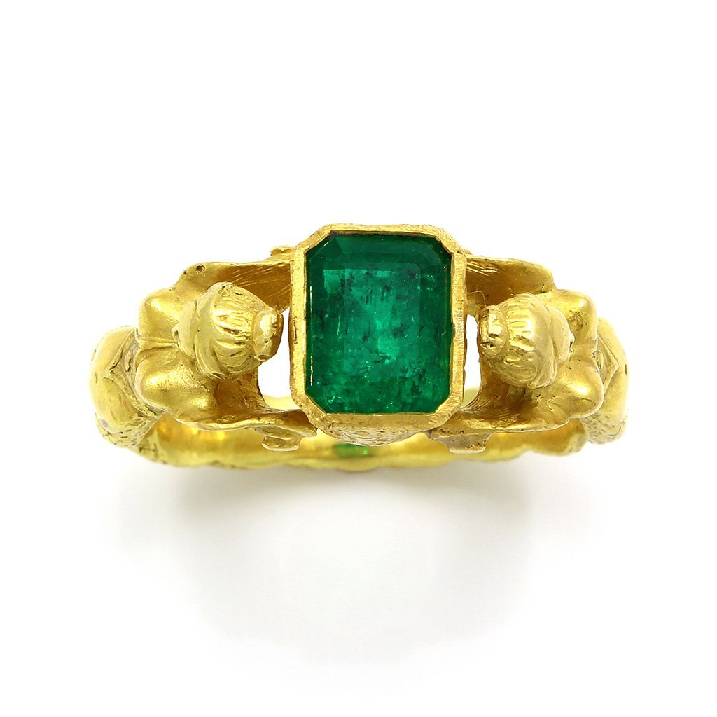 Antique Emerald 18K Yellow Gold Ring with 2 Body Figure - 4