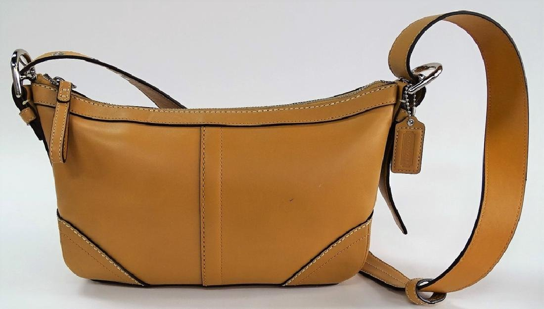 LIKE NEW CONDITION COACH LEATHER LADIES PURSE