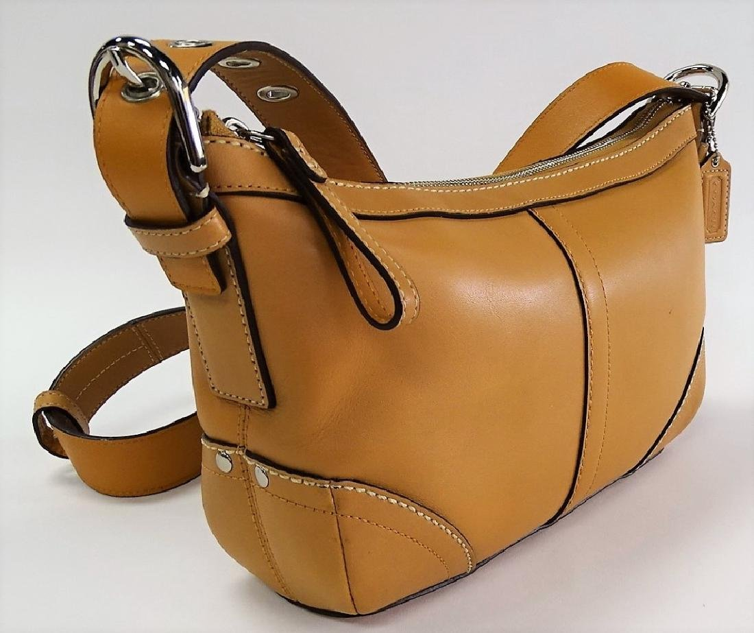 LIKE NEW CONDITION COACH LEATHER LADIES PURSE - 2