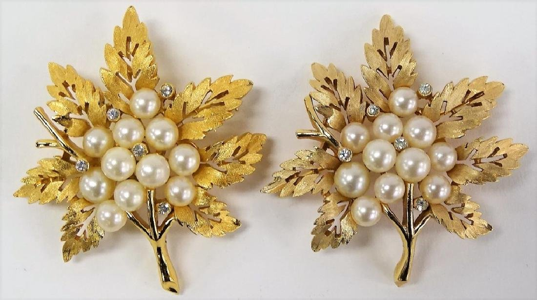 TRIFARI PAIR OF GOLD TONE LEAF PINS