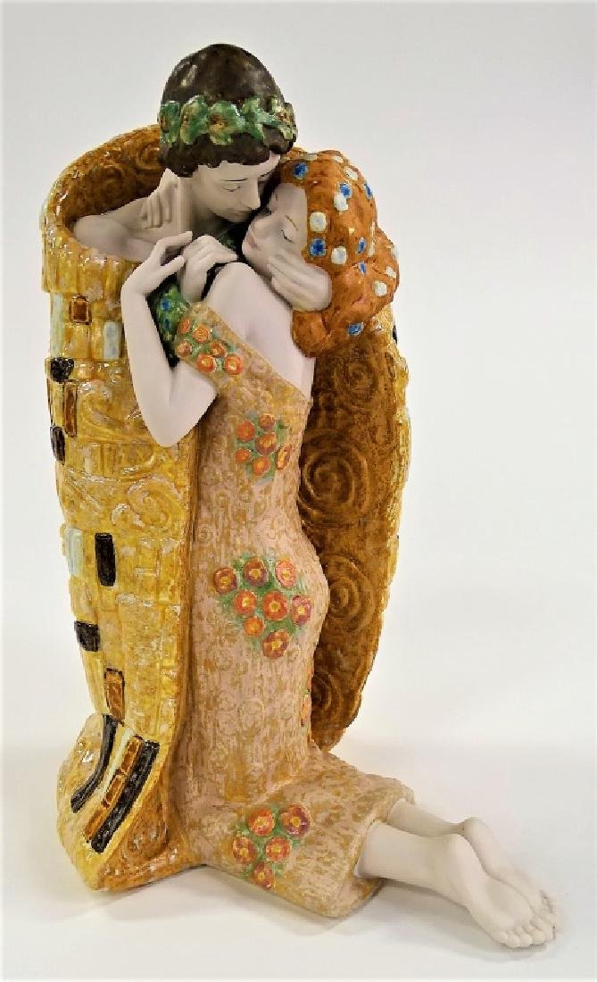 LLADRO SPANISH PORCELAIN 'THE KISS' GROUP #8204
