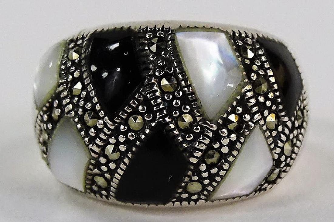 VINTAGE S/S MOTHER OF PEARL & ONYX DOME RING