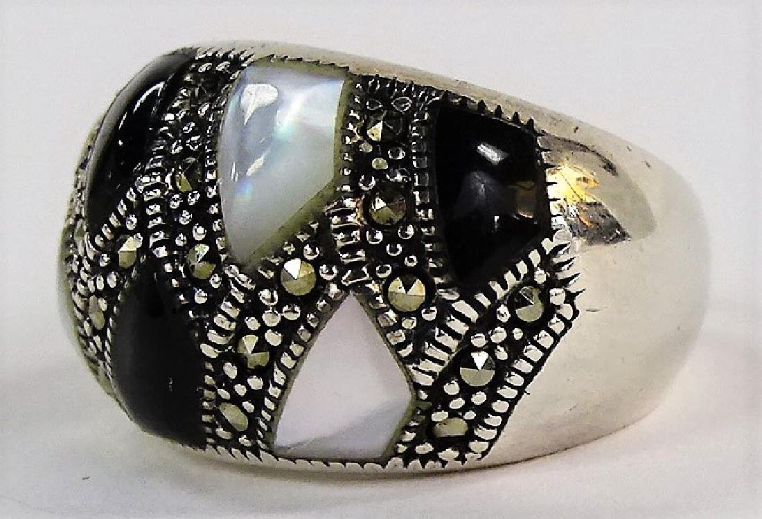 VINTAGE S/S MOTHER OF PEARL & ONYX DOME RING - 3
