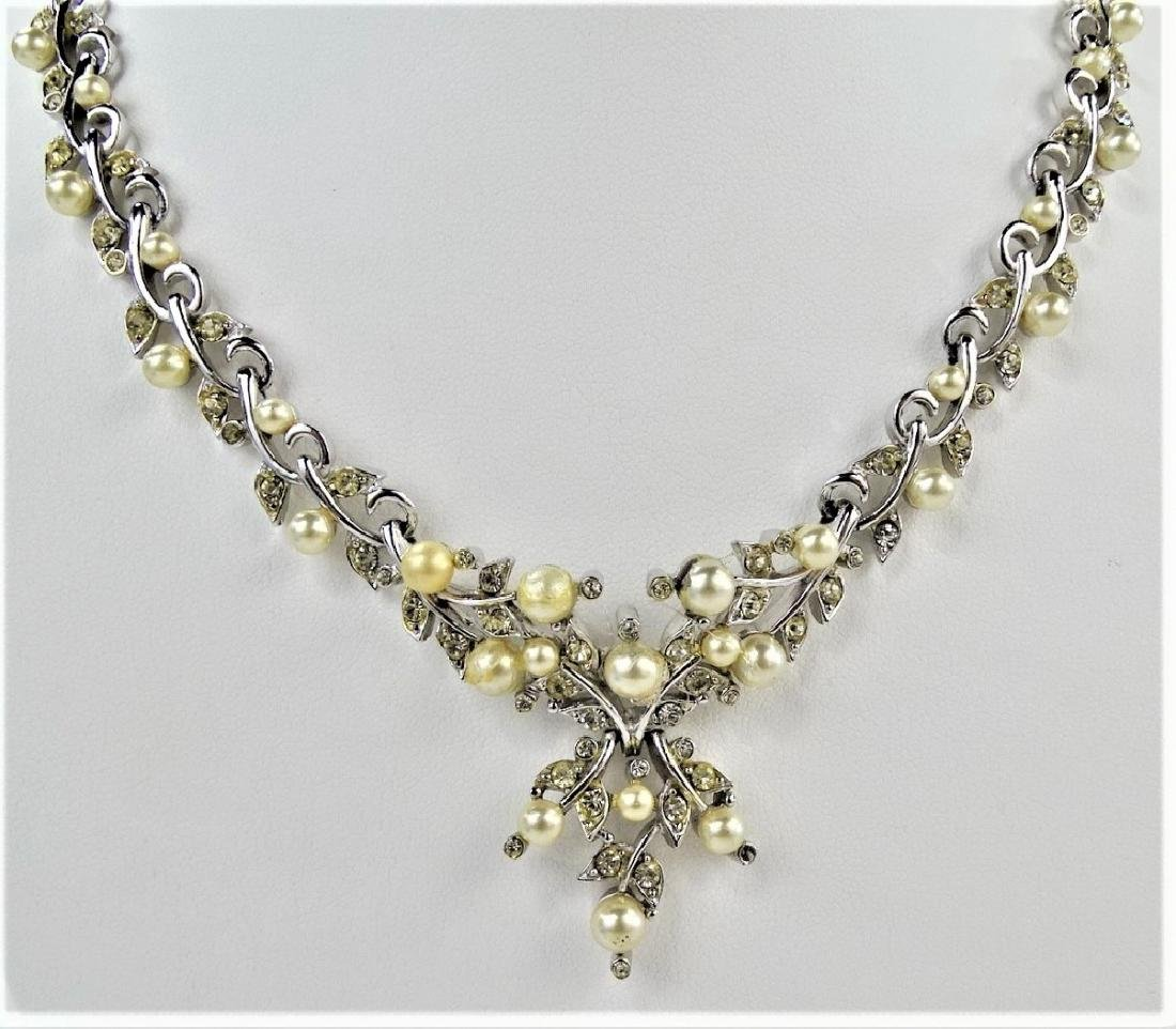 LOVELY KRAMER OF NY FAUX PEARL SILVER NECKLACE