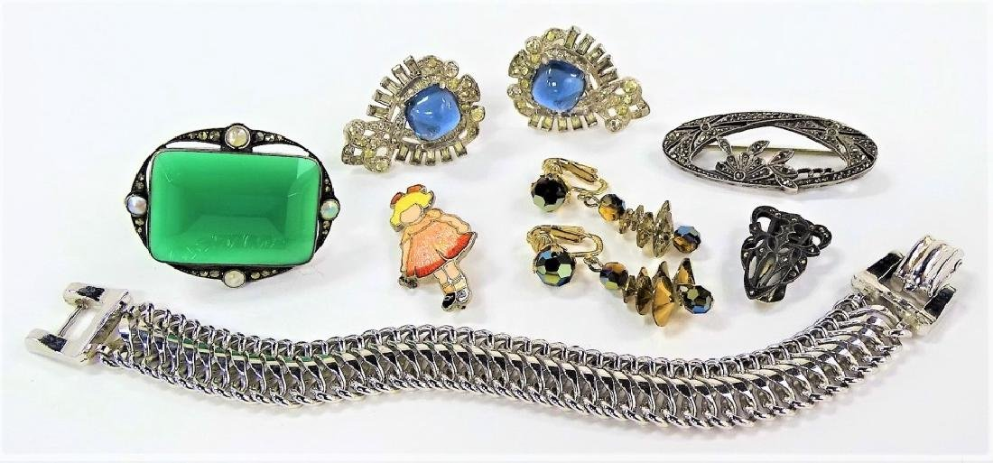 LARGE LOT OF COSTUME JEWELRY & PINS