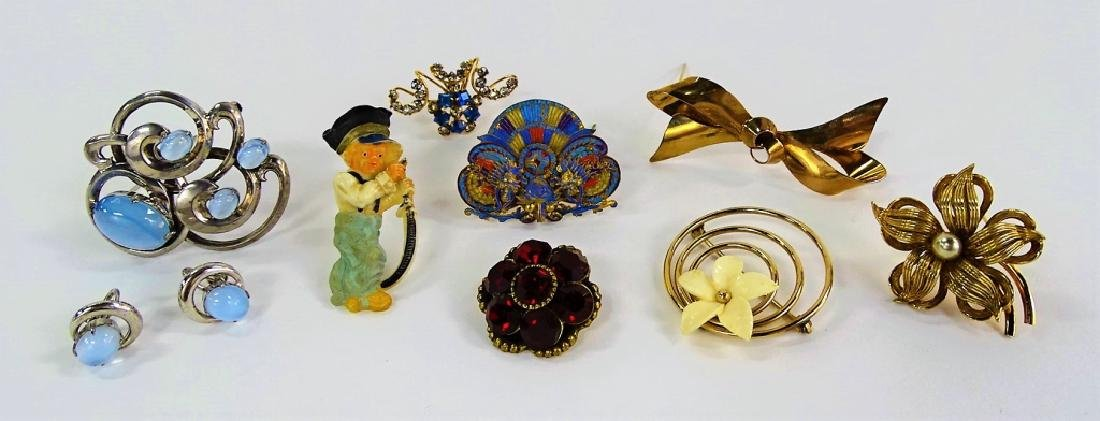 LARGE LOT OF COSTUME PINS