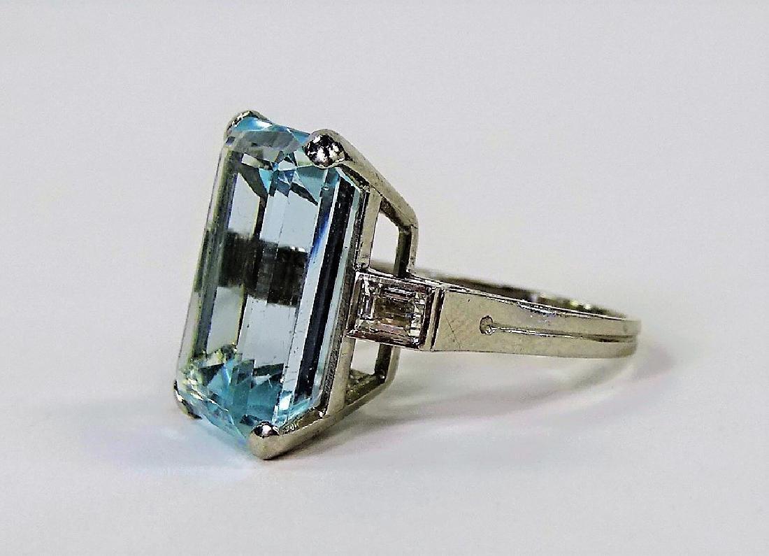 VINTAGE LADIES PLATINUM AQUAMARINE & DIAMOND RING - 4