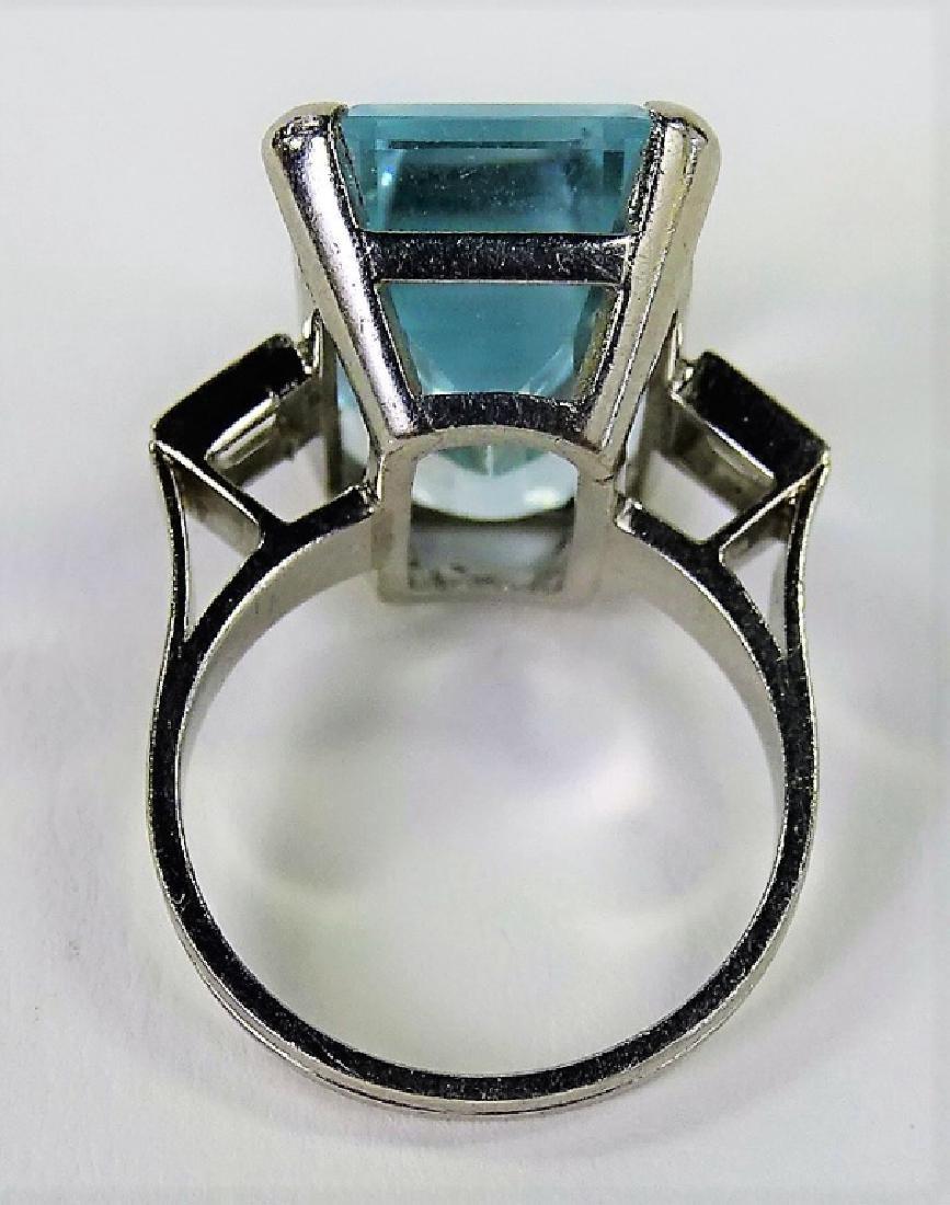 VINTAGE LADIES PLATINUM AQUAMARINE & DIAMOND RING - 5