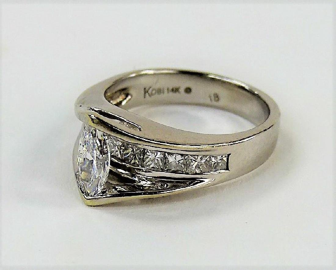 LADIES STUNNING 14KT WG DIAMOND RING