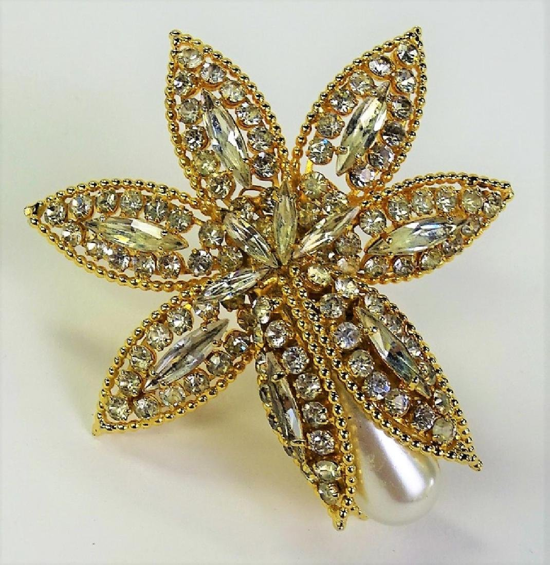 SPECTACULAR VENDOME VINTAGE LARGE FAUX PEARL PIN