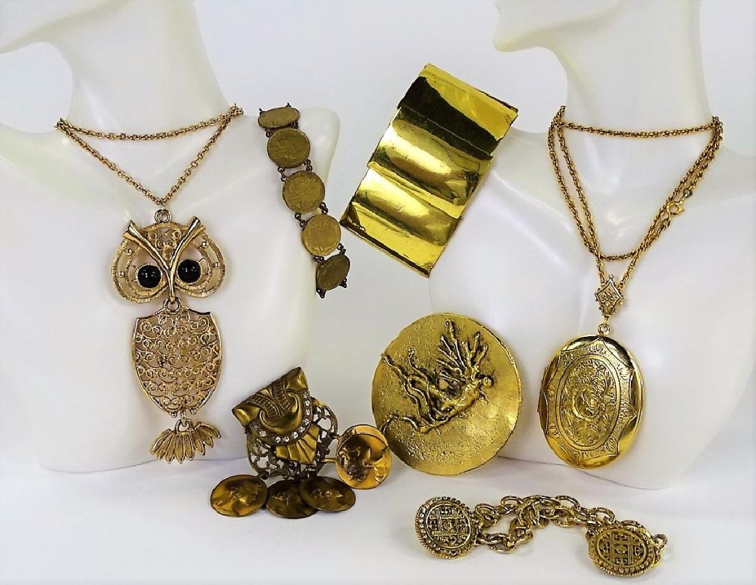 LOT OF VINTAGE GOLD TONE COSTUME JEWELRY
