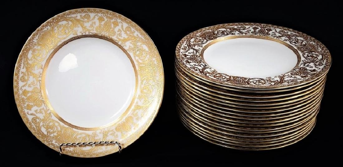 19 ROYAL WORCESTER PORCELAIN DINNERWARE PLATES
