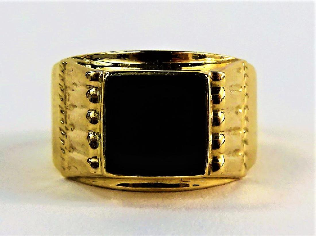 GENTS 18KT YELLOW GOLD & POLISHED ONYX RING
