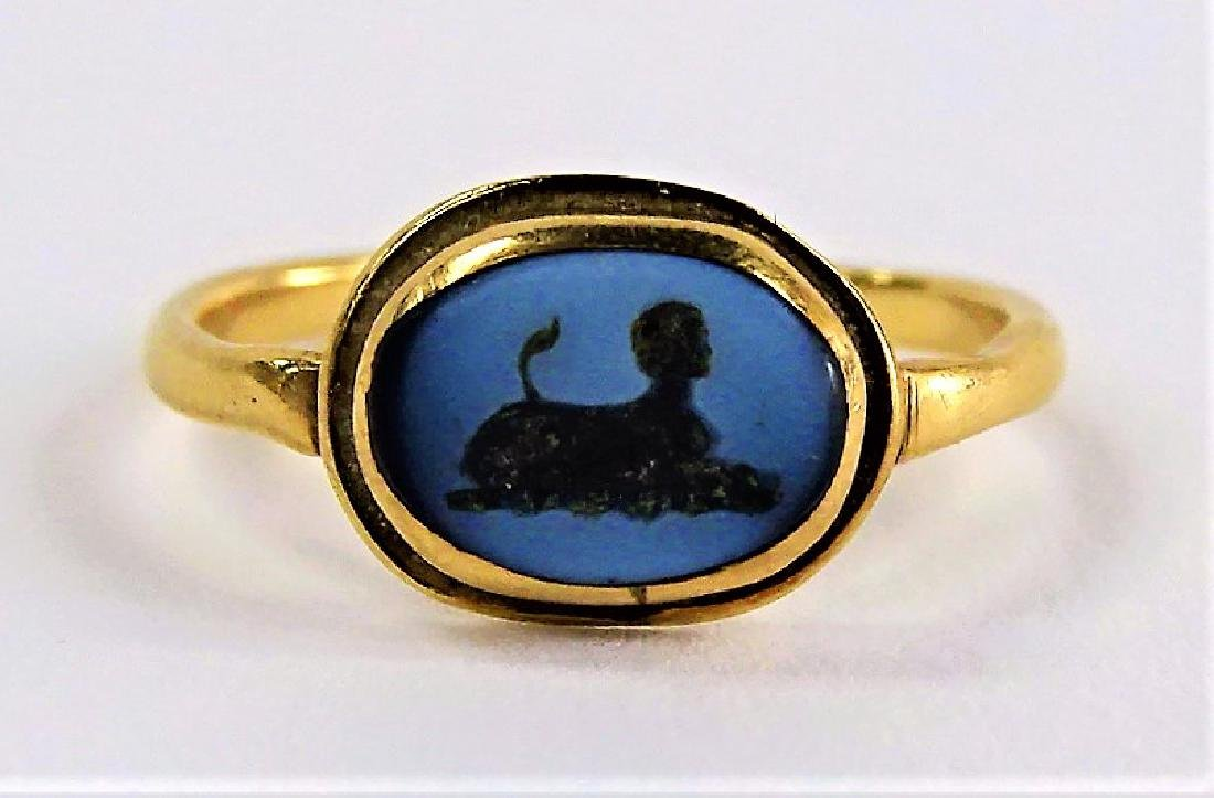 LADIES ANTIQUE 18KT YG ROMAN ITAGLIO RING