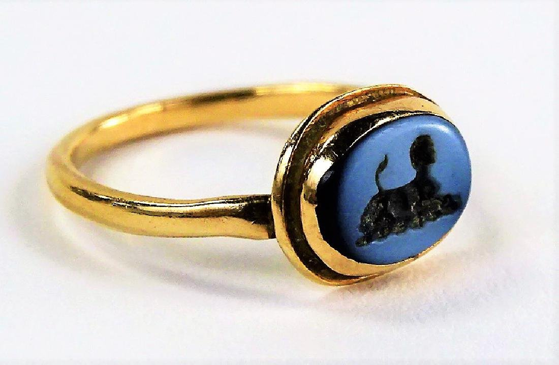 LADIES ANTIQUE 18KT YG ROMAN ITAGLIO RING - 2