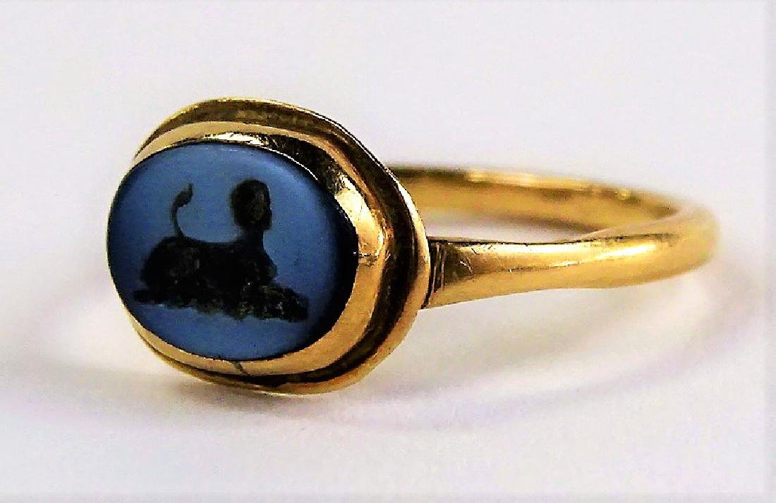 LADIES ANTIQUE 18KT YG ROMAN ITAGLIO RING - 3