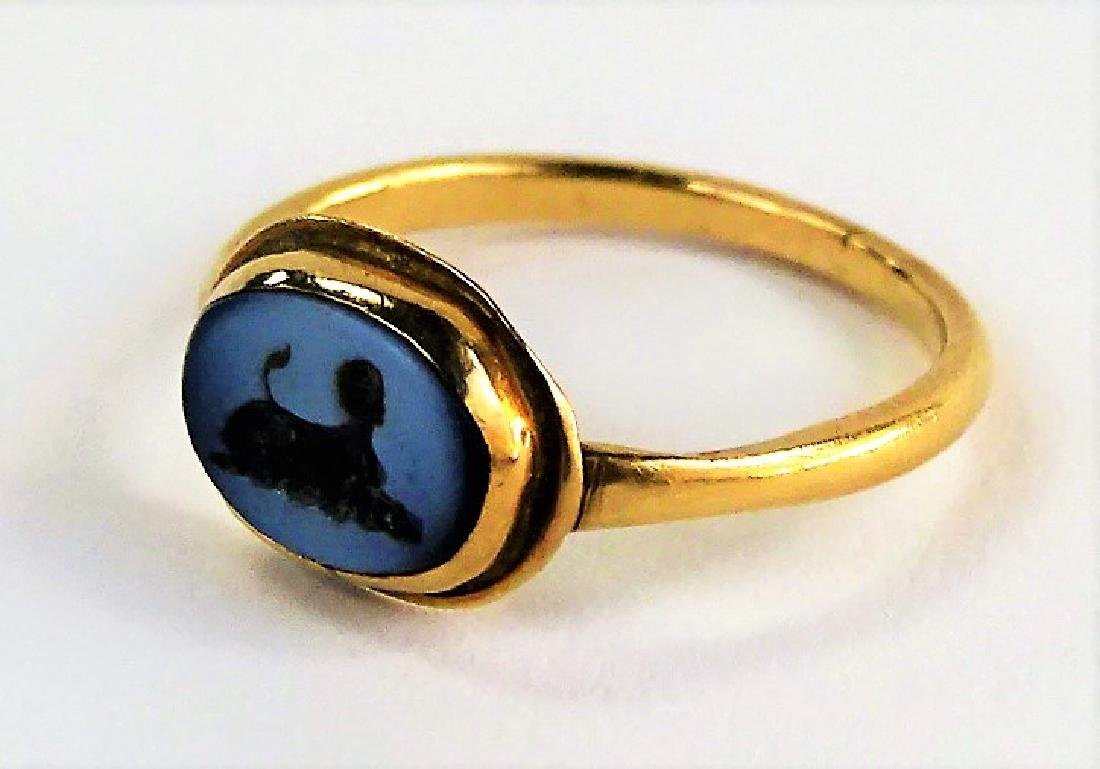 LADIES ANTIQUE 18KT YG ROMAN ITAGLIO RING - 4