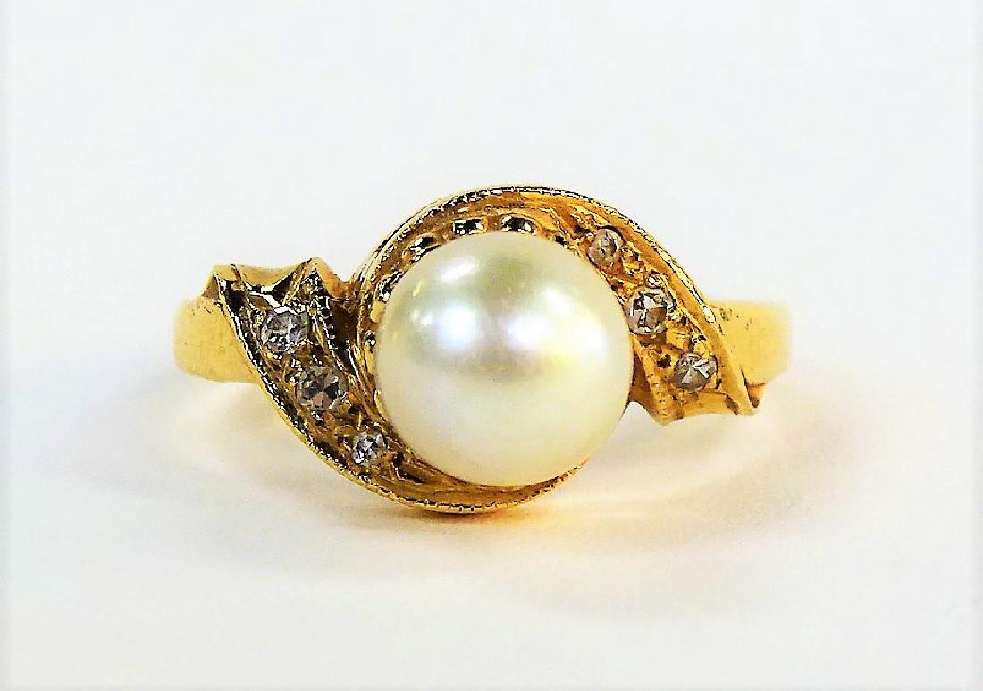 LADIES FANCY 14KT YELLOW GOLD PEARL & DIAMOND RING