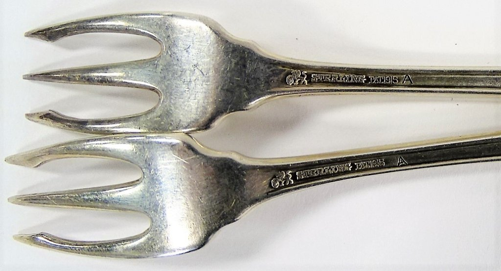 11 ANTIQUE AMERICAN STERLING HORS D'OEUVRE FORKS - 3