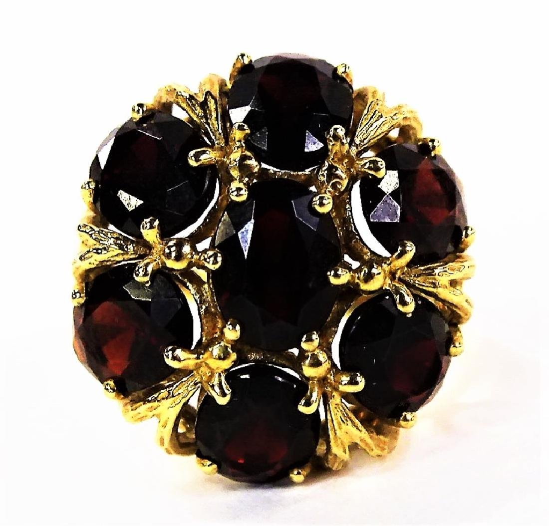 LADIES 10KT YELLOW GOLD GARNET DOME RING