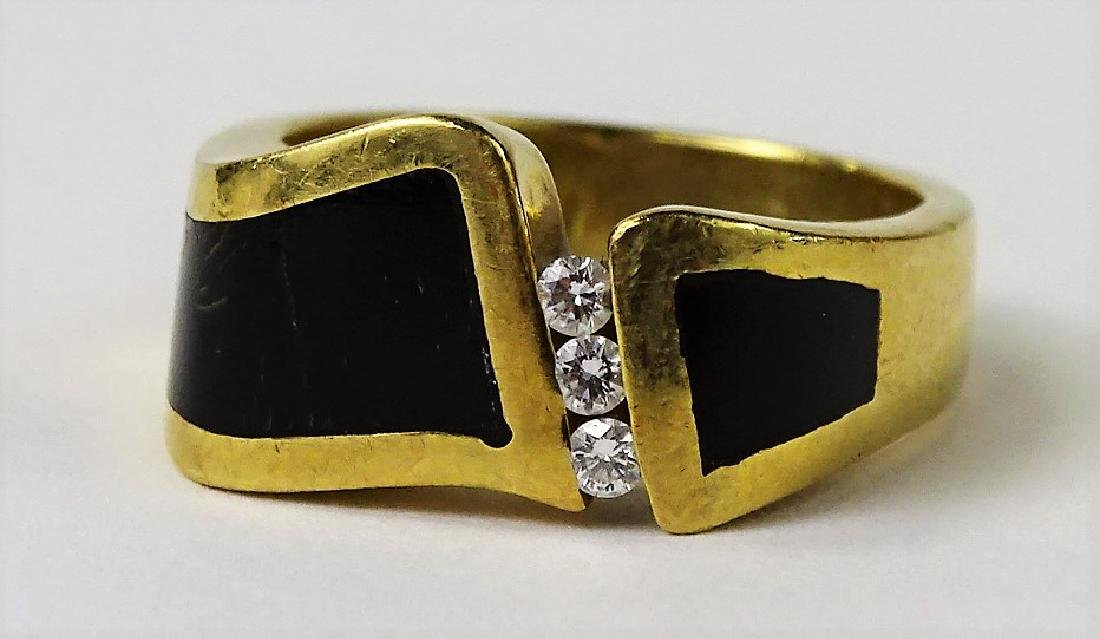 MENS ESTATE 18KT YELLOW GOLD, DIAMOND & ONYX RING