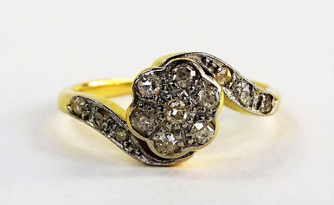 LADIES 18KT YELLOW GOLD DIAMOND FLOWER RING